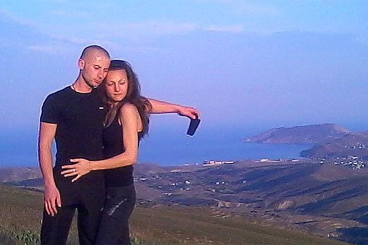 Денис Чуприков с супругой в родном Крыму.