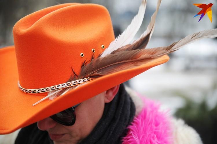 Эллина привезла в Минск целую коллекцию шляп.