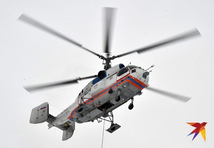 Вертолет Ка-32 в воздухе.
