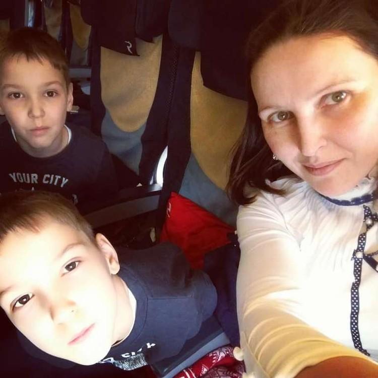 Наталья со своими сыновьями. Фото: Наталья Загуменная.