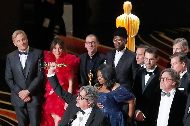 """Вручение """"Оскара"""" за лучший фильм создателям """"Зеленой книги""""."""