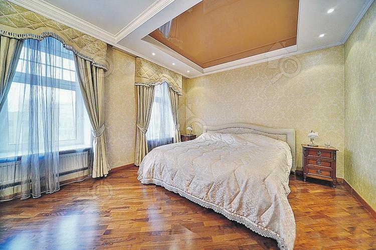 А в спальне - большая кровать для сна, и не только для сна. Фото: cian.ru