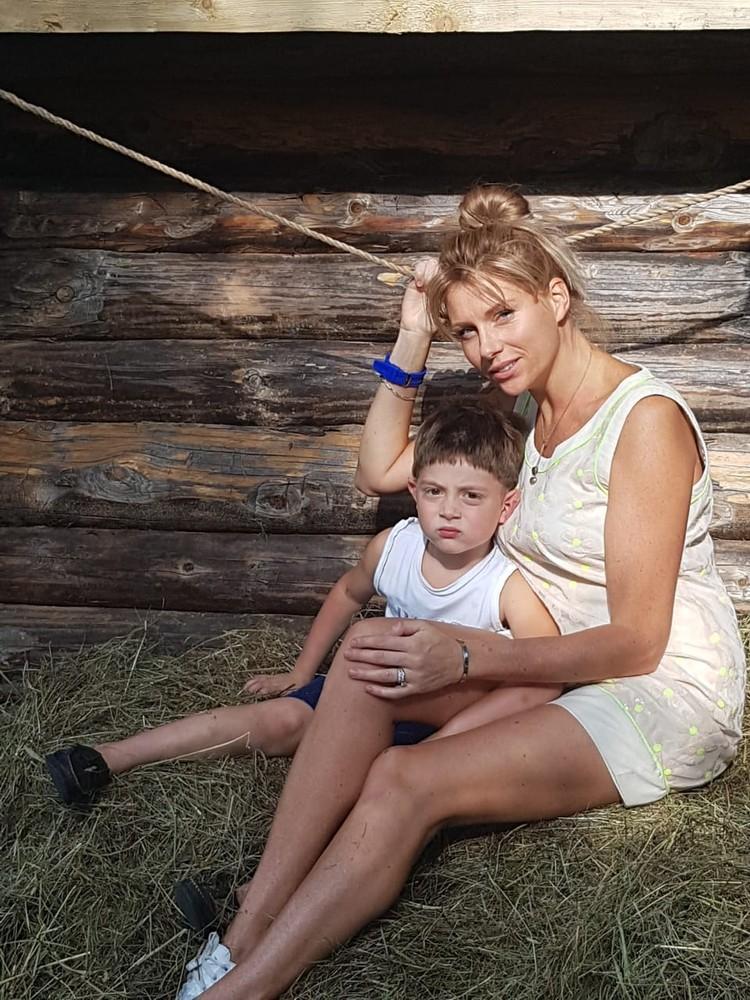 Екатерина Ифтоди с сыном Борисом.