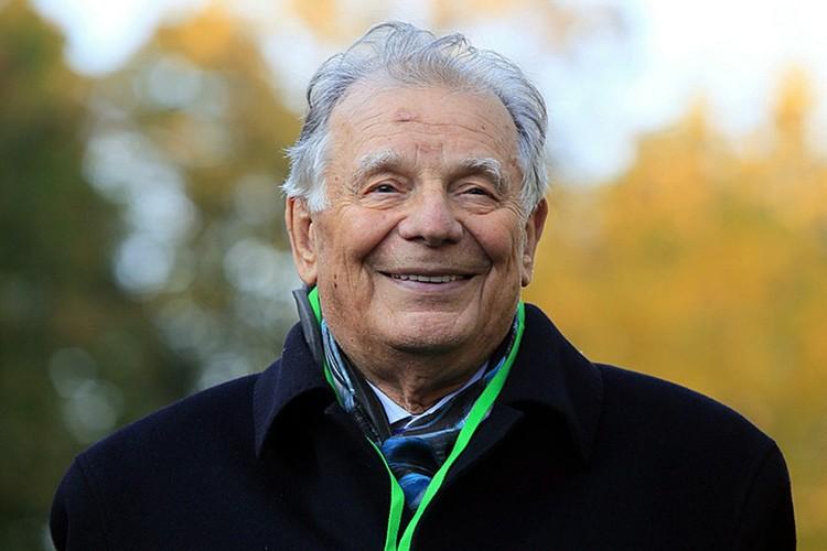 Жорес Алфёров - известный советский и российский учёный, лауреат Нобелевской премии по физике
