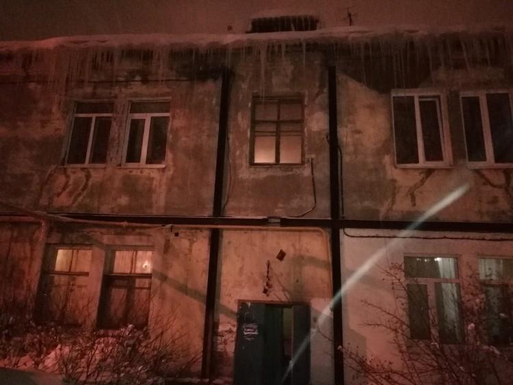 В старом двухэтажном доме никогда не проводили ремонтные работы