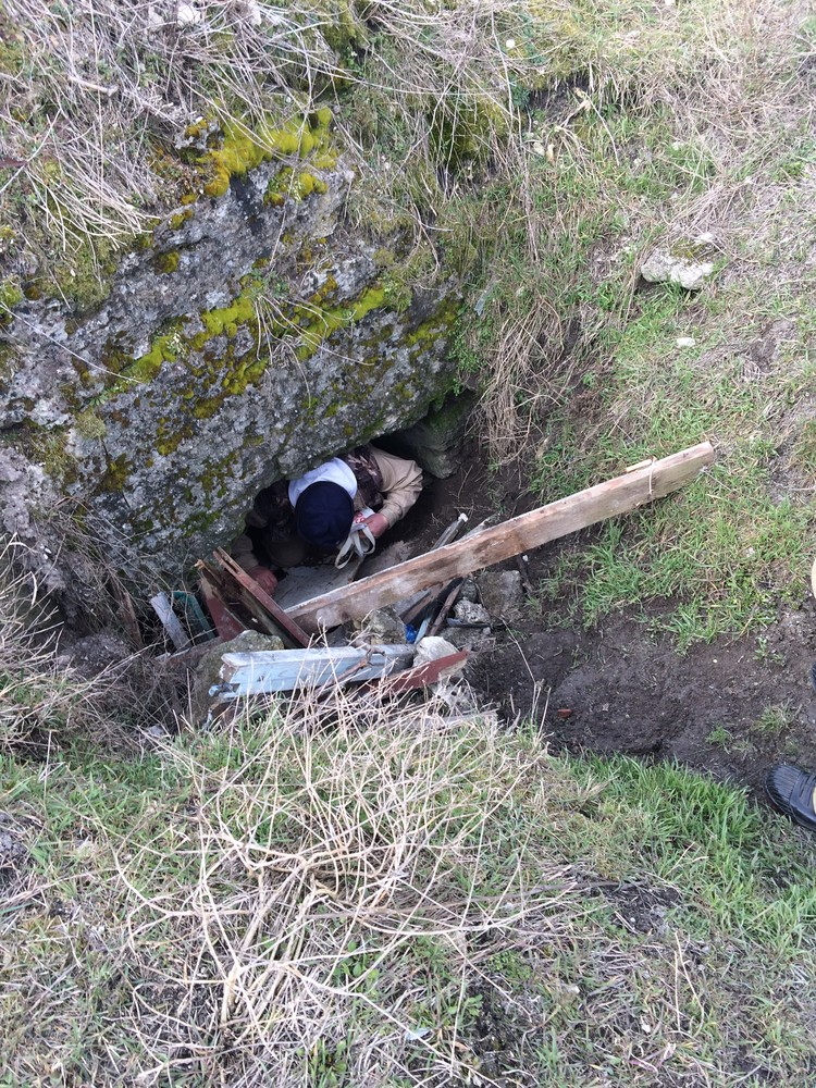 Спелеологи по карте нашли углубление, откуда можно вытащить мужчину. Фото: пресс-служба МЧС по Крыму
