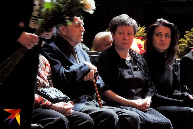 В Театре им. Вахтангова есть свой канон траурных церемоний. Никаких торжественный речей со сцены
