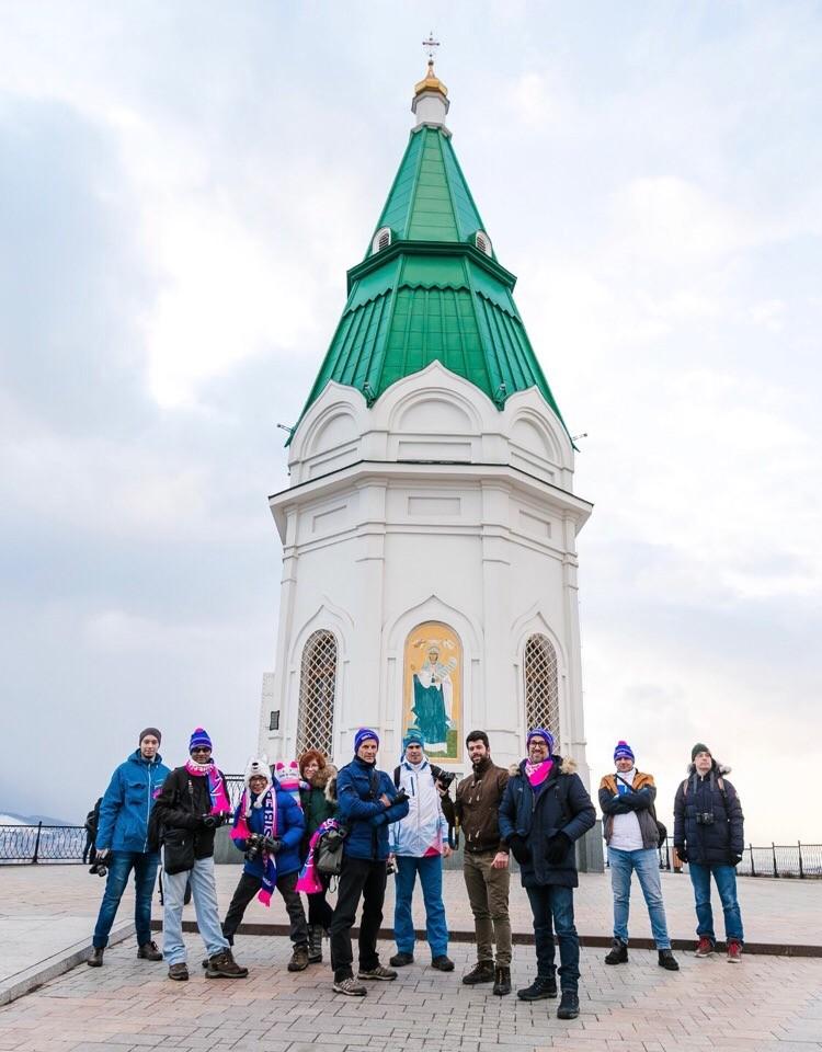 Гости увидели все, что изображено на «десятке»: часовню Параскевы Пятницы, Коммунальный мост, красноярскую ГЭС, Енисей – их любовь с первого взгляда. Фото: Follow Up Siberia