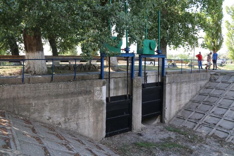 Все гидротехнические сооружения канала Крым поддерживает в рабочем состоянии