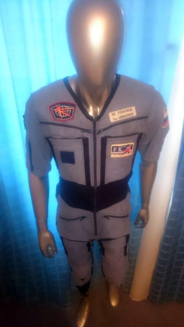 Космонавт носил этот костюм на Международной космической станции во время миссии 18 лет назад. Фото: Личный архив