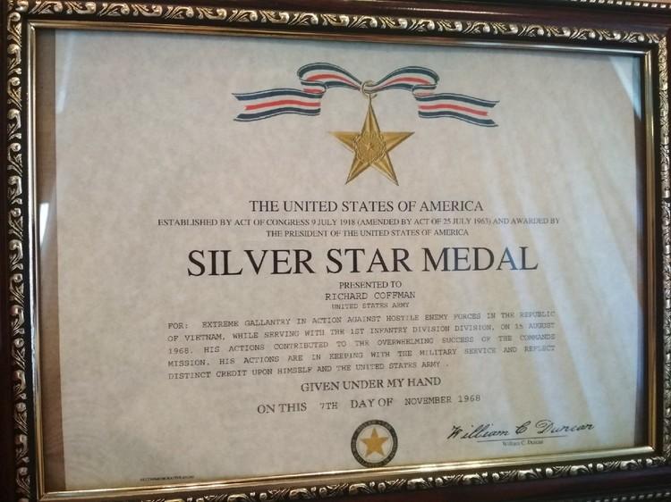 """Медаль """"Серебряная звезда"""" - за мужество и отвагу в бою. Фото: Ирина Бурцева"""