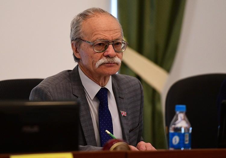 Геннадий Куликов не хочет видеть в кресле мэра непрофессионала. Фото: newsvl.ru