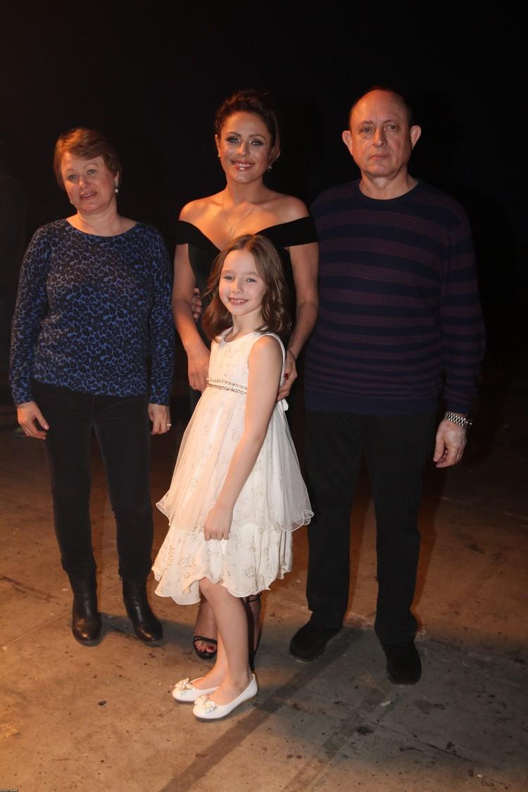 Семья: Виктор Началов, Юлия Началова, Таисия Началова и Вера Алдонина