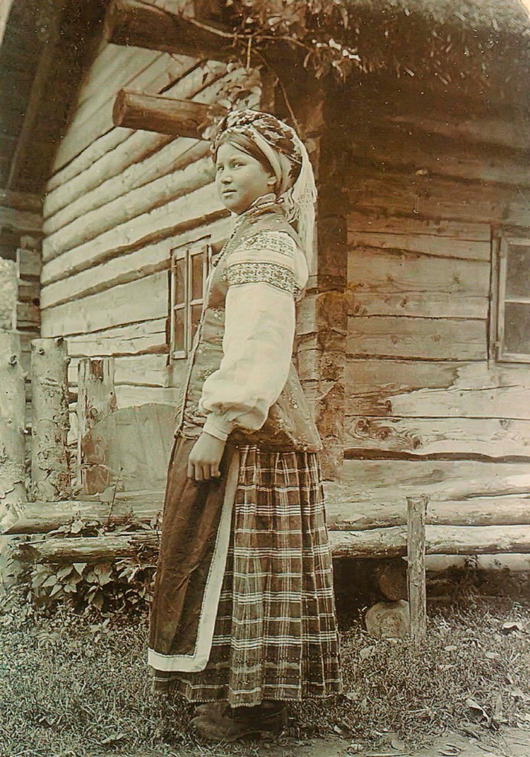 Красавица-невеста из-под Слуцка на фото начала ХХ века снята фотографом Исааком Сербовым. Фото: Архив