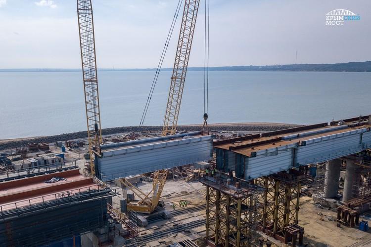 Завершающим стал пролет между опорами 219 и 220 – это конструкция длиной почти 64 м