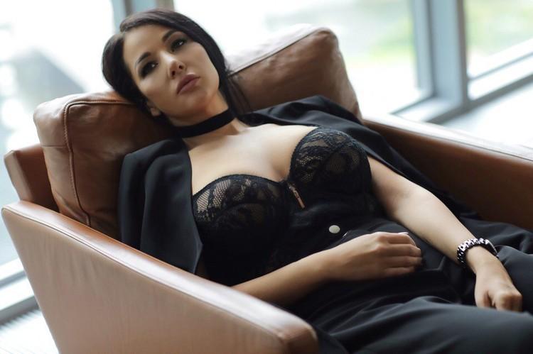 Юлия окончила в Финансовую академию при правительстве РФ.