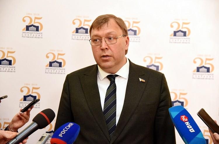 Александр Ищенко отметил, что нынешние поправки в бюджет - конечно, не последние. Фото: пресс-служба ЗС РО / Анатолий Карбинов.