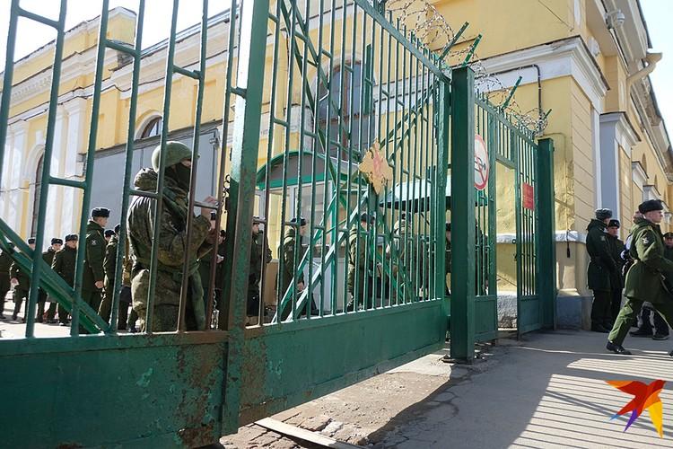 В одном из учебных корпусов военной академии им. А.Ф. Можайского в Петербурге произошел взрыв