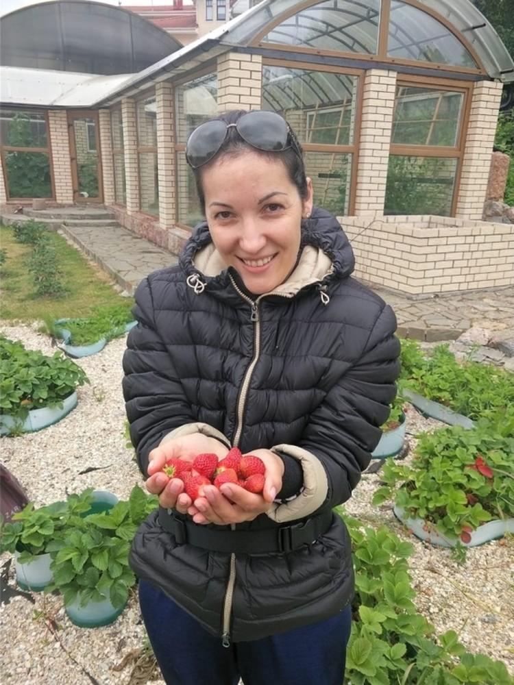 Жена Галина делает заготовки, которых хватает на всю зиму.
