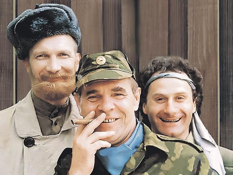 Любимым персонажем зрителей стал генерал Иволгин, начинавший каждый тост с «ну». Фото: Постер фильма