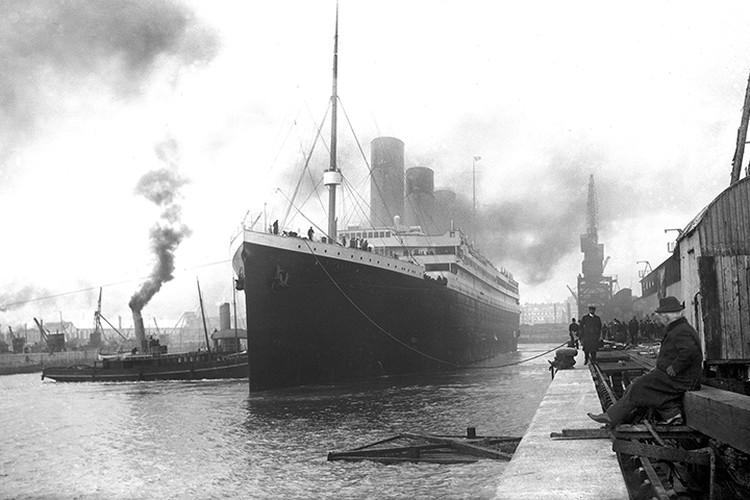 Пароход отчаливает из Саутгемптона в свое первое и последнее плавание. Источник: Википедия