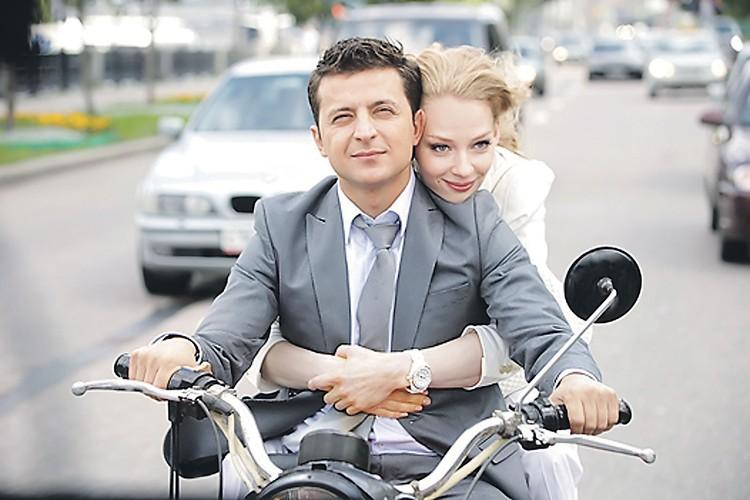 Красотка Ходченкова играла девушку Зеленского и в двух частях фильма «Любовь в большом городе», и в ремейке «Служебного романа»... Фото: Кадр из фильма