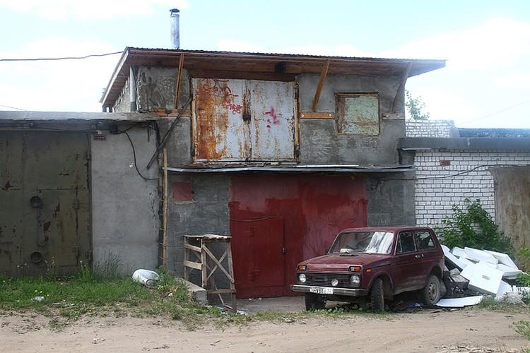 Таких гаражей у Дмитрия Макарова был не один десяток.