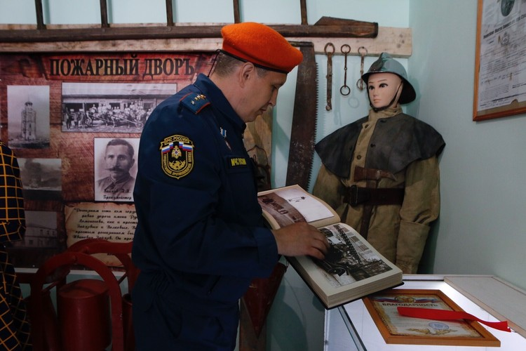 Экспонаты помогали собирать пожарные 8 отряда\ФОТО: Официальный Новороссийск