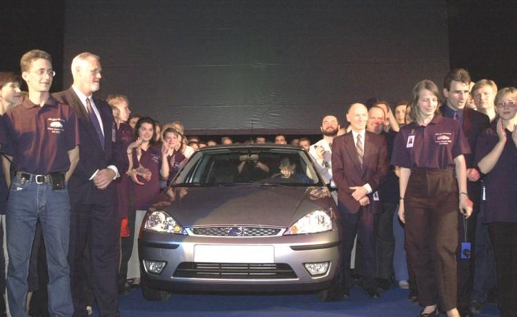 2002 год, первый автомобиль Форд выпущен на заводе во Всеволжске. Фото Сергея Смольского (ИТАР-ТАСС)