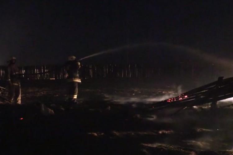 Пожарные работали всю ночь. Фото: ГУ МЧС России по Забайкальскому краю.