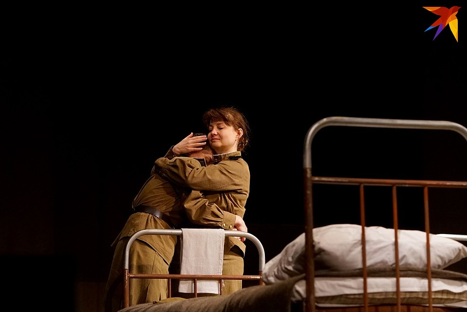 «Это, девушки, война!»: на орловской сцене показали драму о любви, предательстве и расплате