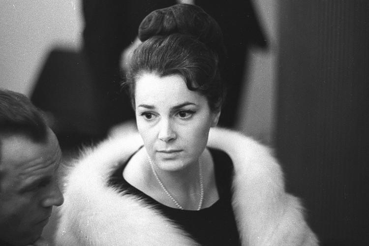 Элина Быстрицкая в 1965 году.