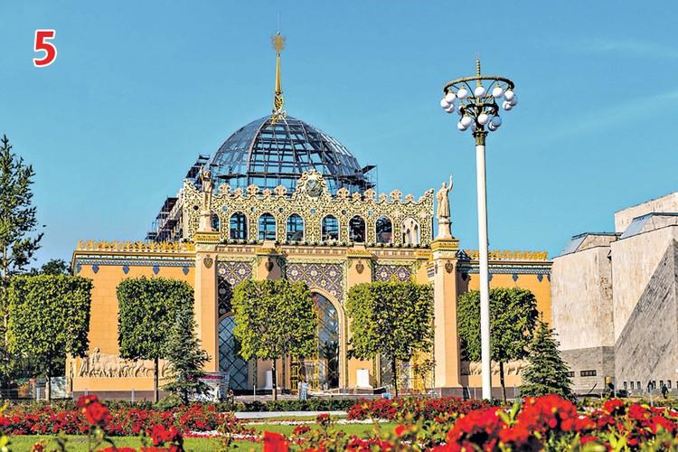 В отреставрированном павильоне № 11 «Казахстан» воссоздали всю красоту и даже купол со шпилем. Фото: vdnh.ru
