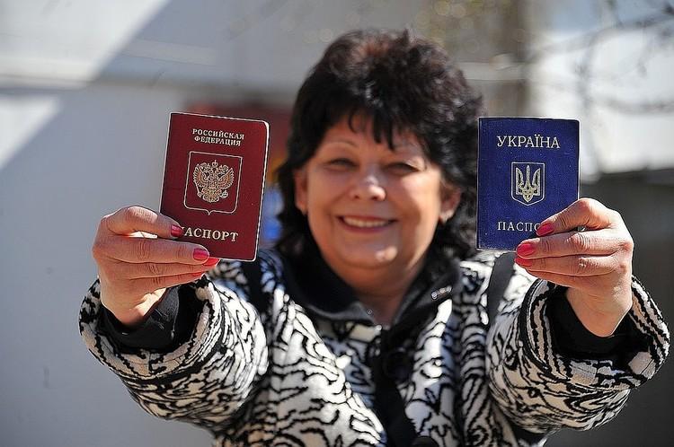 Указ об упрощенном получении российских паспортов для жителей ЛНР и ДНР был подписан президентом России 24 апреля 2019 г.