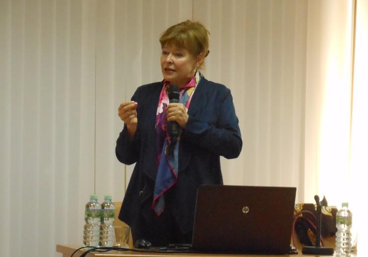 Профессор Светлана Роговская: «Благодаря проекту «ЖенPROсвет»/ «ОнкоПатруль» женщины могут получить бесплатную консультацию ведущих специалистов страны».