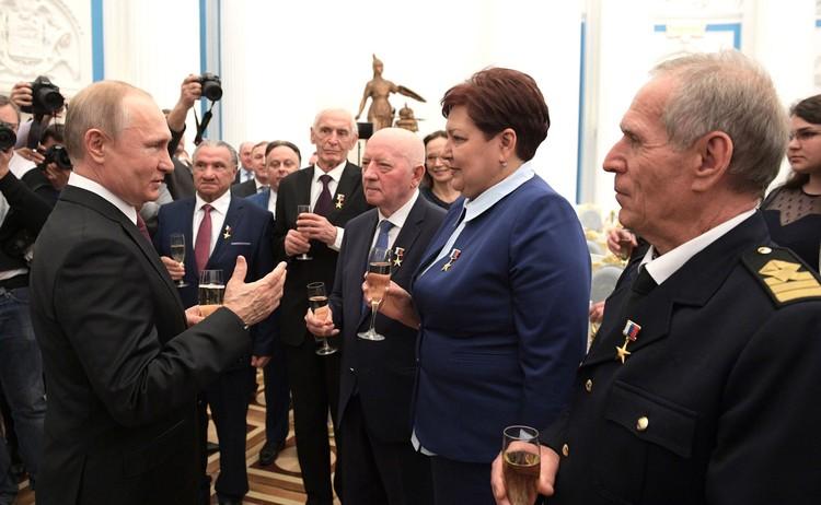 Неформальное общение президента с Героями Труда России. Фото: пресс-служба Кремля