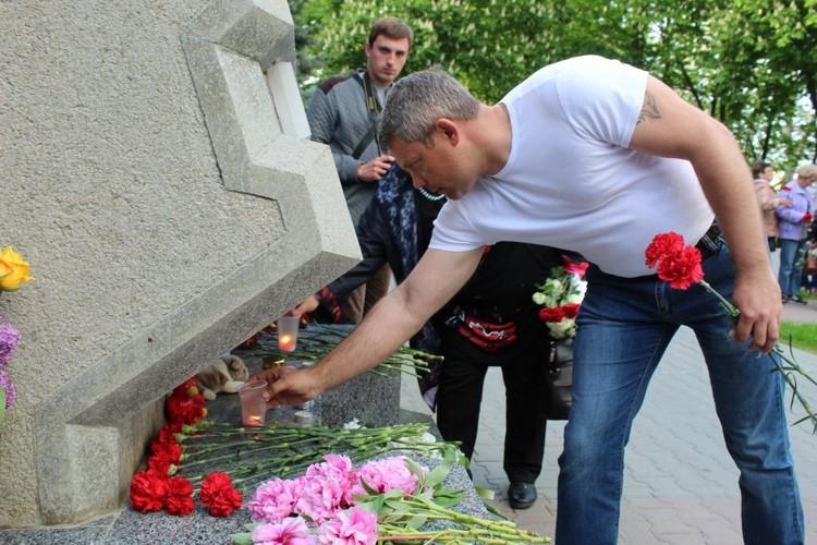 Люди скорбят по погибшим и выражают соболезнования их семьям. Фото: пресс-служба правительства Севастополя