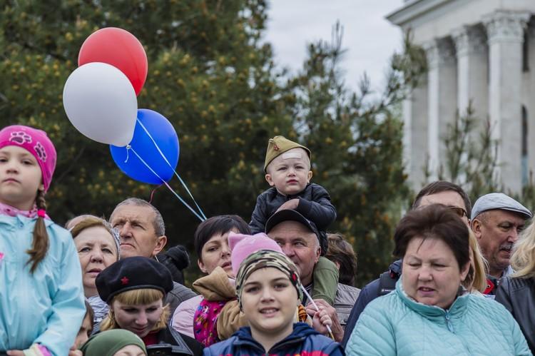 Симферопольцы наблюдали за парадом Победы