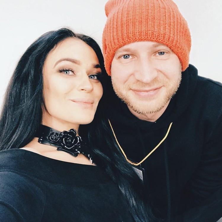Алена Водонаева и Роман Третьяков - он успел жениться и развестись, сейчас выступает как stand-up комик