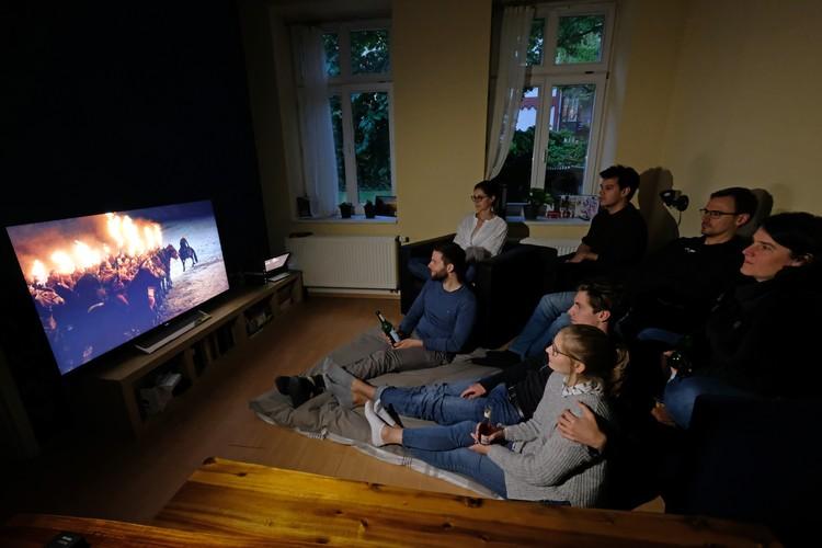 Поклонники сериала за просмотром 8-го сезона.
