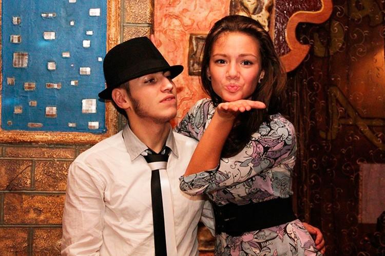Полину видели в Петербурге также в окружении местного продюсера Ашота.