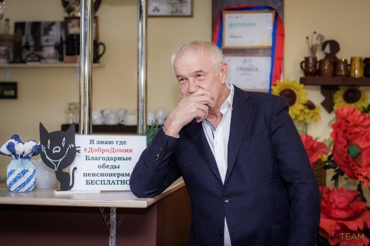 """Актер Сергей Гармаш устроил для пенсионеров в """"Добродомике"""" поэтический вечер."""