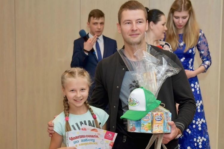 10-летняя Дарья Педь вдохновляет маленького брата на новые победы.