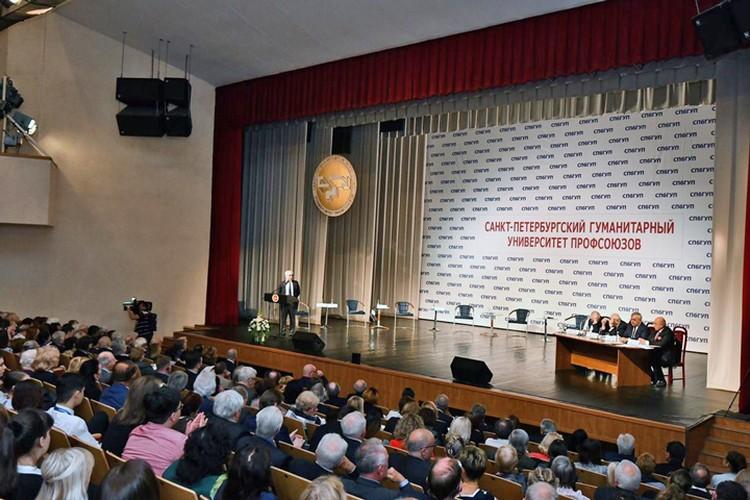 На крупнейшем в мире ежегодном гуманитарном форуме обсудили проблемы мирового сообщества и перспективы его развития. Фото предоставлено пресс-службой СПбГУП.