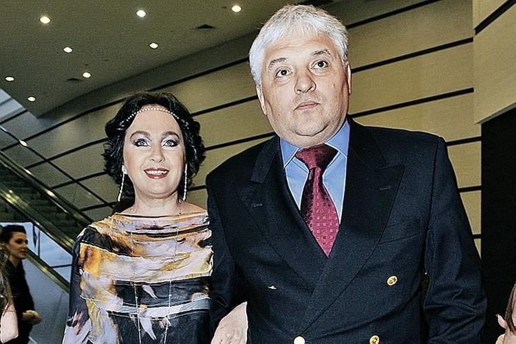 Телеведущая счастлива в третьем браке с ресторатором Игорем Бухаровым.
