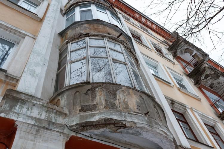 Из-за ведения дизайн-кода обнажился фасад старых зданий