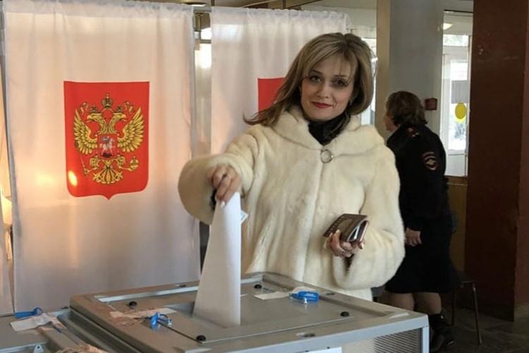 Евгения Исаенкова недавно развелась с мужем, в надежде, что глава района тоже бросит жену. Фото: соцсети