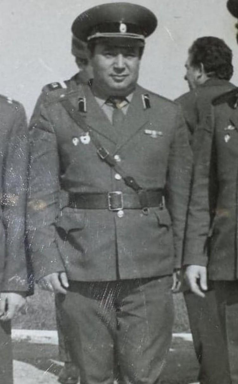 Отчим Маламуда, капитан Владимир Вейцман, был отправлен в зону отчуждения в 1986 году.