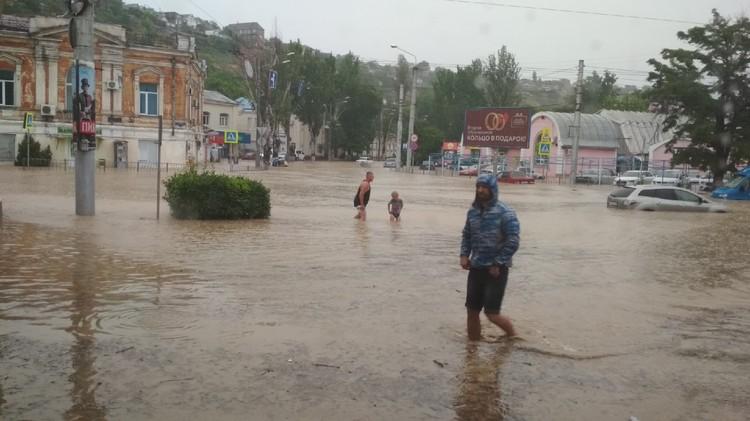 Окрестности автовокзала под водой