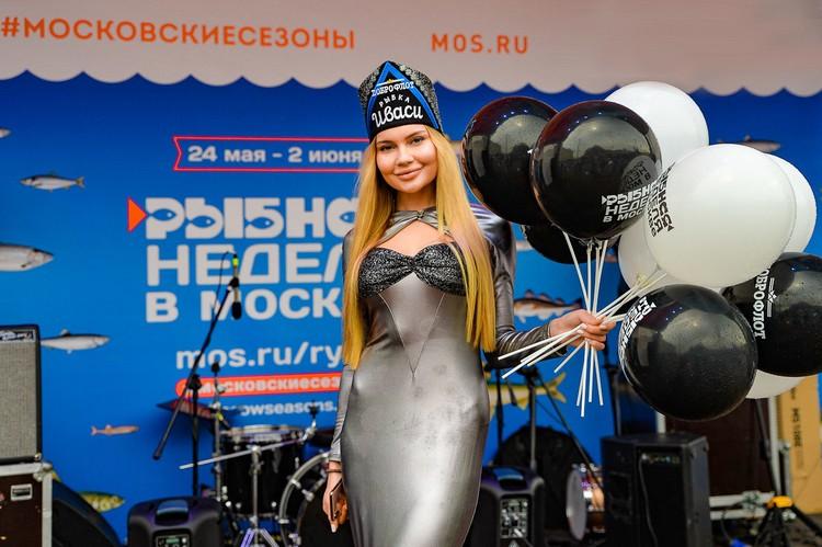 """Девушка в образе иваси на """"Рыбной неделе"""". Автор фото: Семен ГОРСКИЙ"""